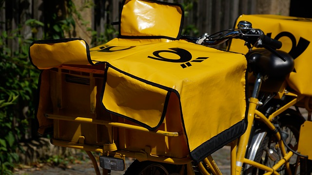 bicicleta amarilla de correos